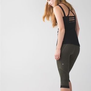 Lululemon in the flow crop ll size 6